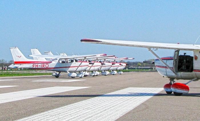 Cessna vliegen afgewisseld met keverrally